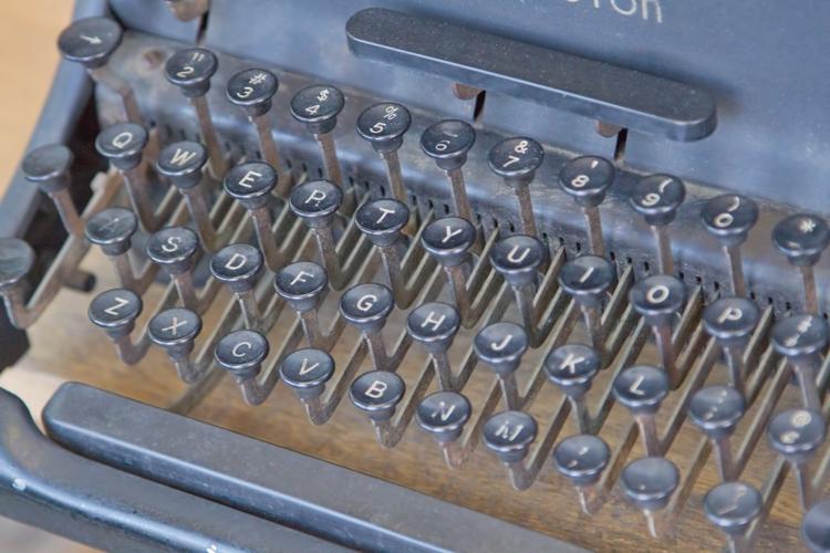 N112_typewriter500