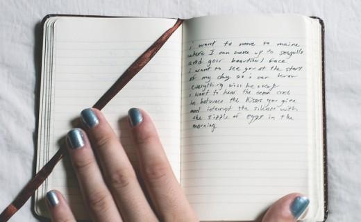 手帳と手の画像